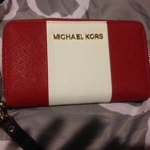 SOLD Michael kors essential zip wallet