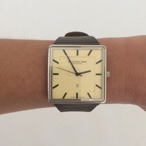 NEEDS BATTERY stuhrling LEATHER watch