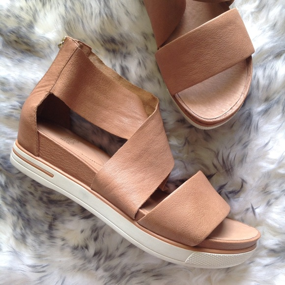 01cab7459a5 NEW EILEEN FISHER leather camel sneaker sandals 9