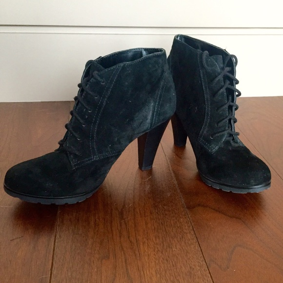 White Mountain Black Suede Lace Up
