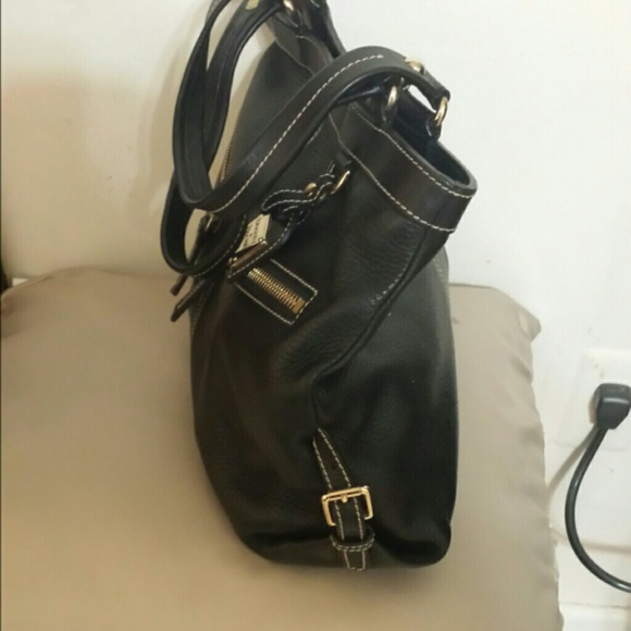 bourke black single women Buy women's dooney & bourke black purdue boilermakers large slim wristlet from the official purdue boilermakers store purdue fans buy women's dooney & bourke black purdue boilermakers large slim wristlet and get low flat rate shipping on your entire order.