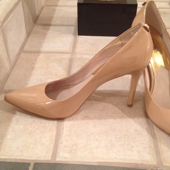 79060a465c07 Buy michael kors shoes heels   OFF55% Discounted