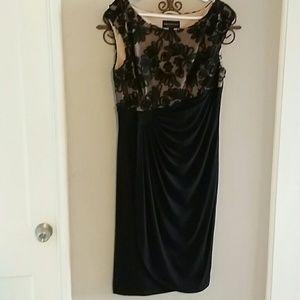 Dresses & Skirts - Very pretty cocktail dress