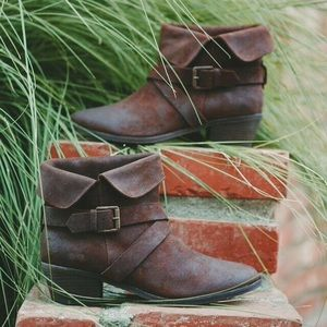Joie suede booties new with box