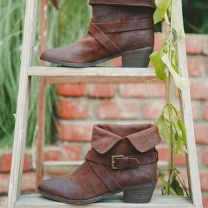 Joie suede boots with box
