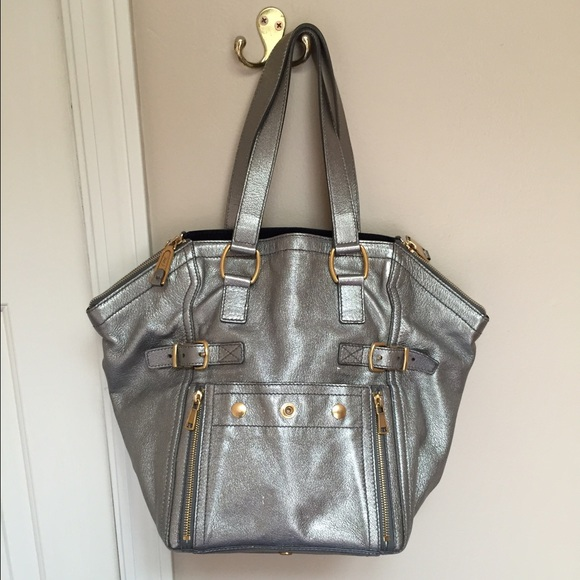 YSL downtown tote in silver. M 554e4e76cadd6a4bea0064b3. Other Bags you may  like. Saint Laurent Sac de Jour Black leather Bag d1e5c9891cacb