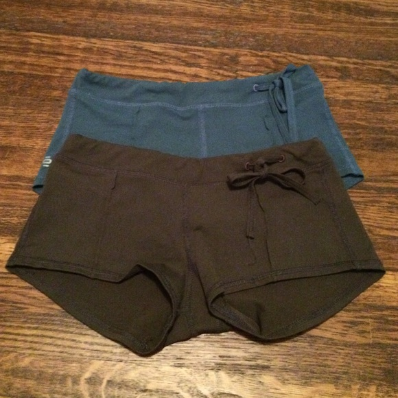Tonic Yoga Shorts! Taupe And Blue. From Samantha's