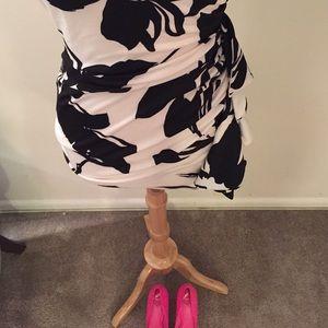 Forever 21 Dresses - One shoulder black and white floral mini dress💥