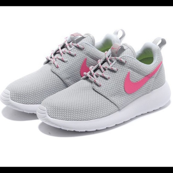 Nike Roshe Runs Gray with Pink swoosh size 7.5
