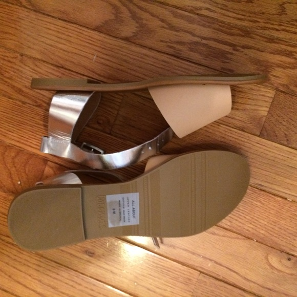 Coconuts Shoes - NWT neutral & metallic sandals ⚜
