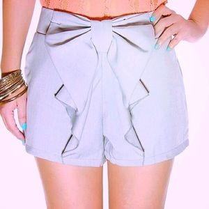 Boutique Pants - Gray Silky Bow Front Shorts XXS