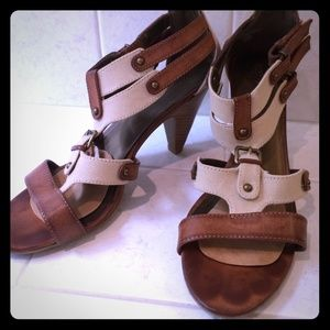 unkown Shoes - Safari style heels, brown faux leather & canvas