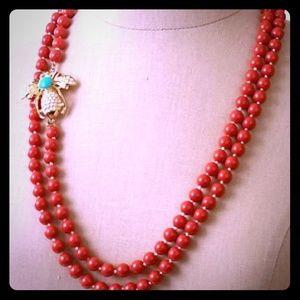 Stella & Dot Jewelry - Super long poppy bead BOCA necklace w bee pin