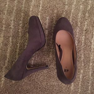 Dark grey suede pumps