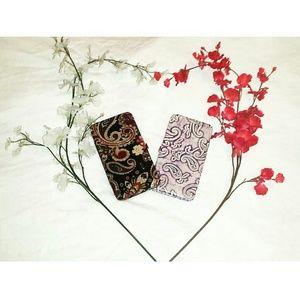 Icing Handbags -  SALE {NWOT}• Paisley Print Hardcase Wallet •