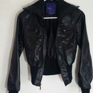 Jackets & Blazers - HOTT💟 BOMBER JACKEt