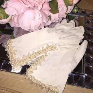🌺Girly Girl HP🌺Ivory pearl gloves Wedding