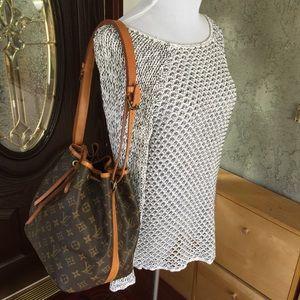 12bc112ef9d77 Louis Vuitton Bags - Louis Vuitton monogram petit noe bucket bag