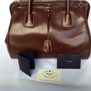 Prada - T2 Prada shopping bag from !\u0026#39;s closet on Poshmark