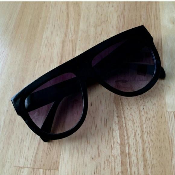 cbca1fcf5 Flat top teardrop aviator sunglasses. M_5552a20dd3a2a7617c002959
