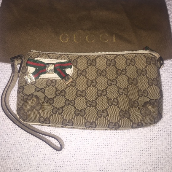 cdc181b958d Gucci Handbags - Final sale! Gucci wristlet