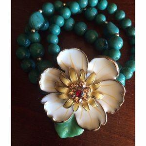 ✨ HOST PICK ✨Flower turquoise beaded bracelet