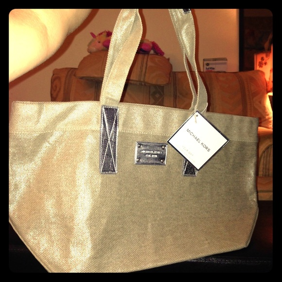 b0a60396ff75 MK Chic Tote Bag - It was a gift with purchase