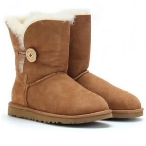 Ugg boot short w Bailey button