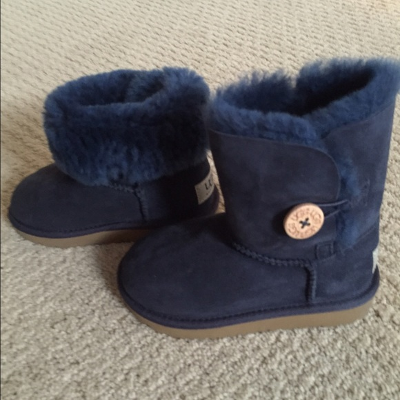 blue uggs for boys