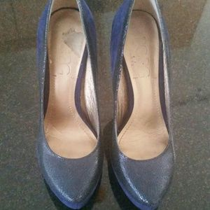 Blue suede and leather pumps