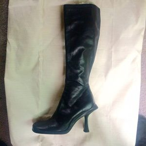 TALL 100% LEATHER BLACK BOOT BY ALDO