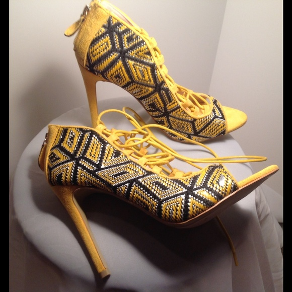 YELLOW TEXTURED LACE-UP HEELS WITH PATTERN