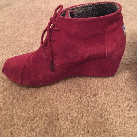 33 toms shoes toms burgundy suede desert bootie