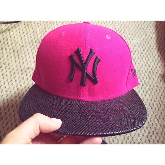 77e28a0db9cbb NY Yankees Fitted Hat. M 5556386a78b31c7b85005944