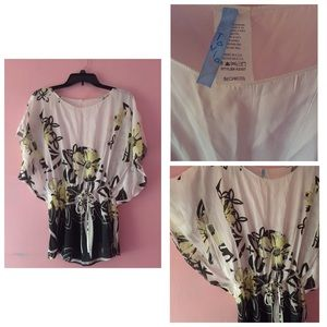 Tops - Very cute blouse in a Small. 🌻🌷🌼🌹
