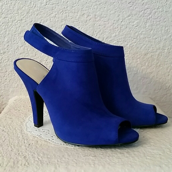 8248b10f5fc  RESERVED for xaeon  Nine West cobalt blue booties