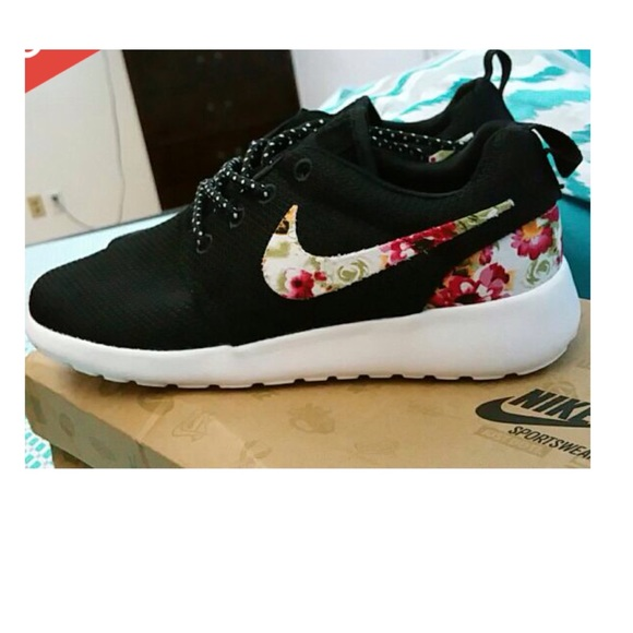 96db4fbfaea29 Nike Shoes - Nike roshe run