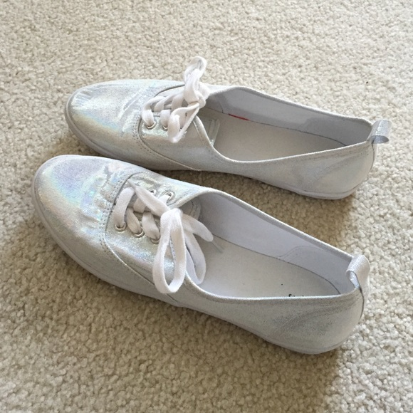 20 h m shoes never worn h m iridescent tennis shoes