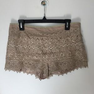 Pants - Khaki lace shorts