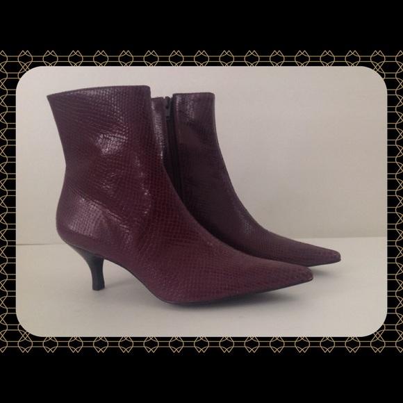 72e646ce798 Gianni Bini Leather Snake Women Shoes / Boots
