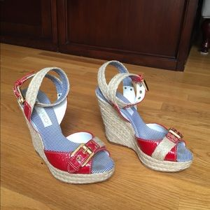 DSQUARED2 wedges that are amazing!