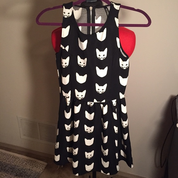 8d12d38b36df Divided Dresses & Skirts - H&M Divided Black & White Cat Dress