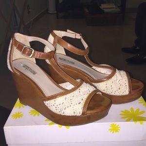 Kenneth Cole reaction wedges .