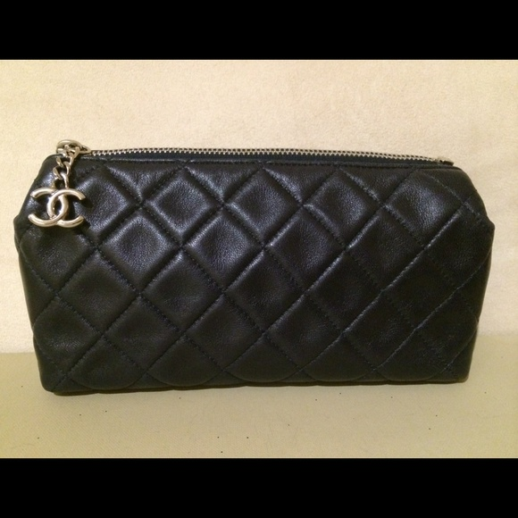 8d6b9c1b4e2a CHANEL Clutches   Wallets - Chanel quilted makeup bag navy