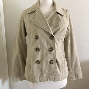 Tan coat with buttons. 2 side pockets.