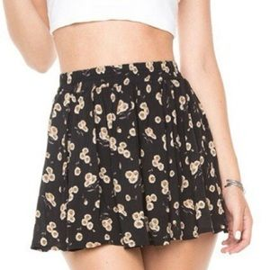 Adorable Brandy Melville daisy skirt