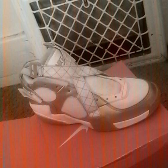 Air Raid Shoes Gold
