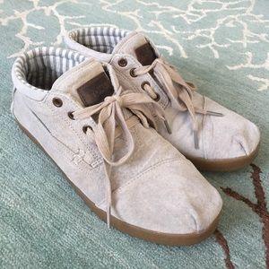 Toms Womens bota shoes. Beige/sand 8.5