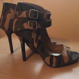 Christian Siriano Shoes - Army sandal heels