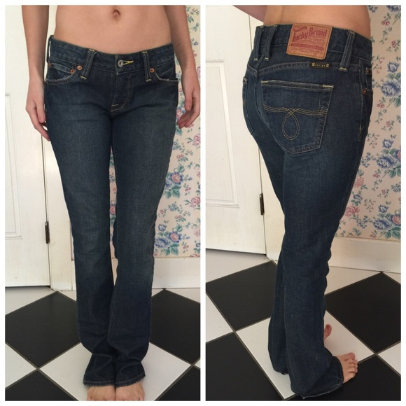 Does Bella Swan wear skinny jeans or boot cut jeans?